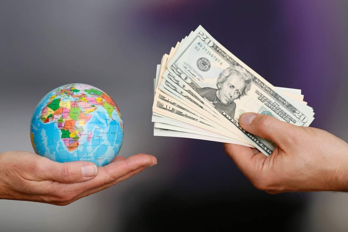 Глобальный долг составляет 244 триллиона долларов, он больше мирового ВВП в 3 раза