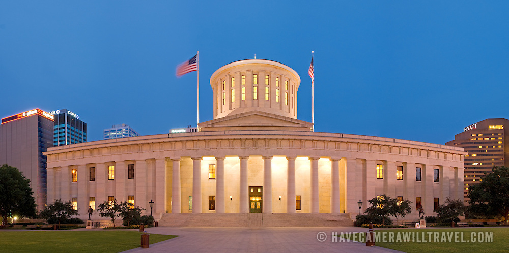 Ohio-State-Capitol-Building-in-Columbus-Ohio-at-dusk-L177213015